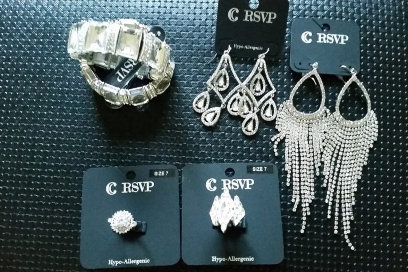 Bikini Show Jewelry Purchasing Tips – Earrings, Rings, and Bracelets